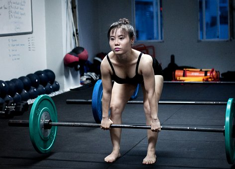 Woman Doing A Deadlift - Use A Back Brace To Prevent Injury During This Exercise